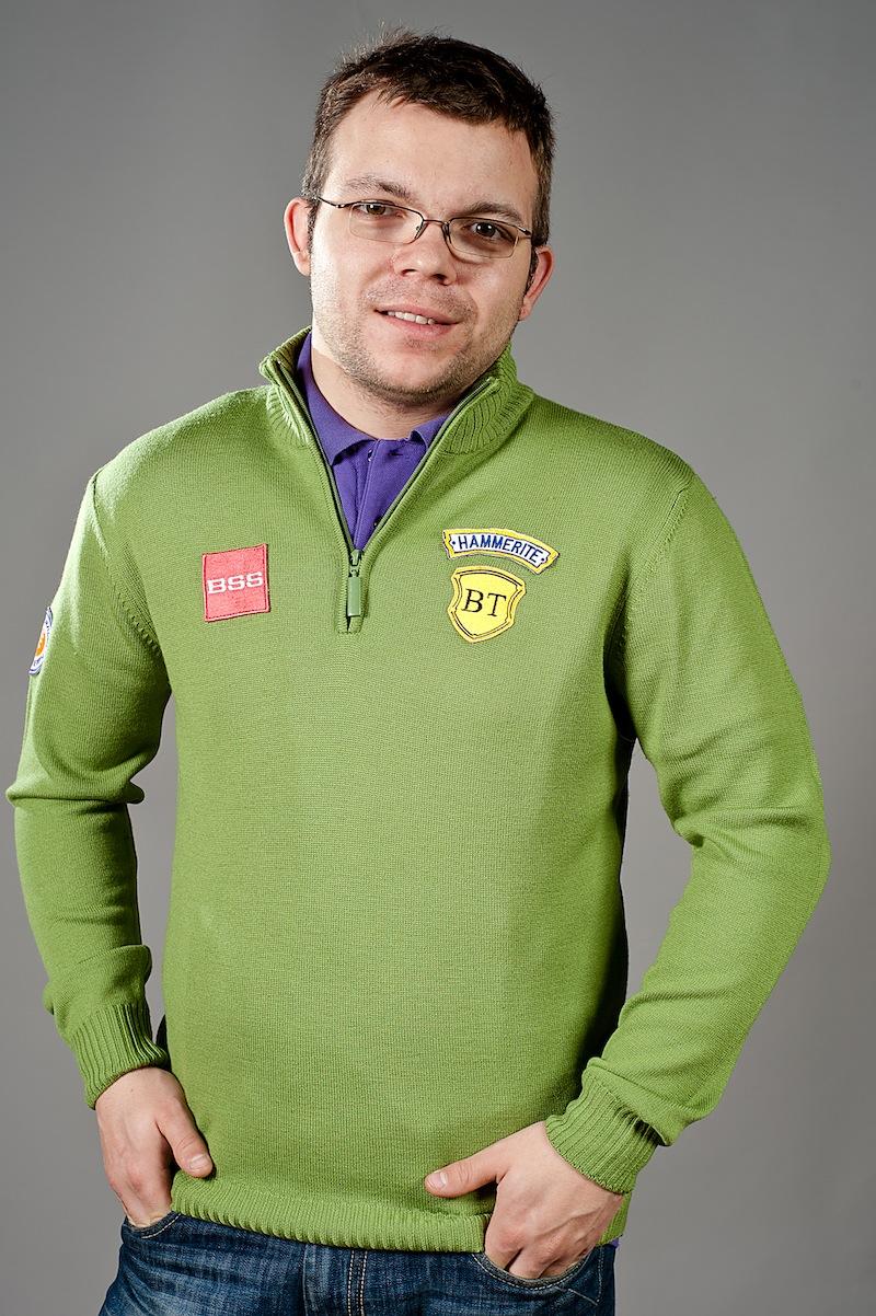 pulover verde bbc sponsori